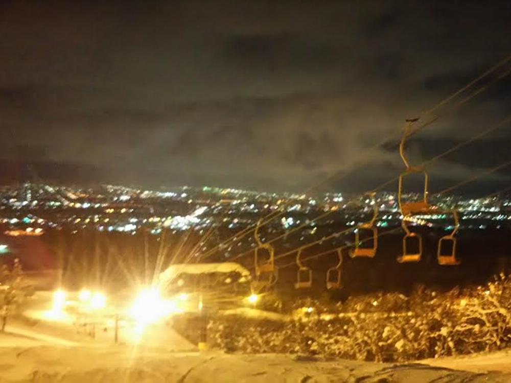 そして、旭川の夜景を見ながら一緒に滑った。